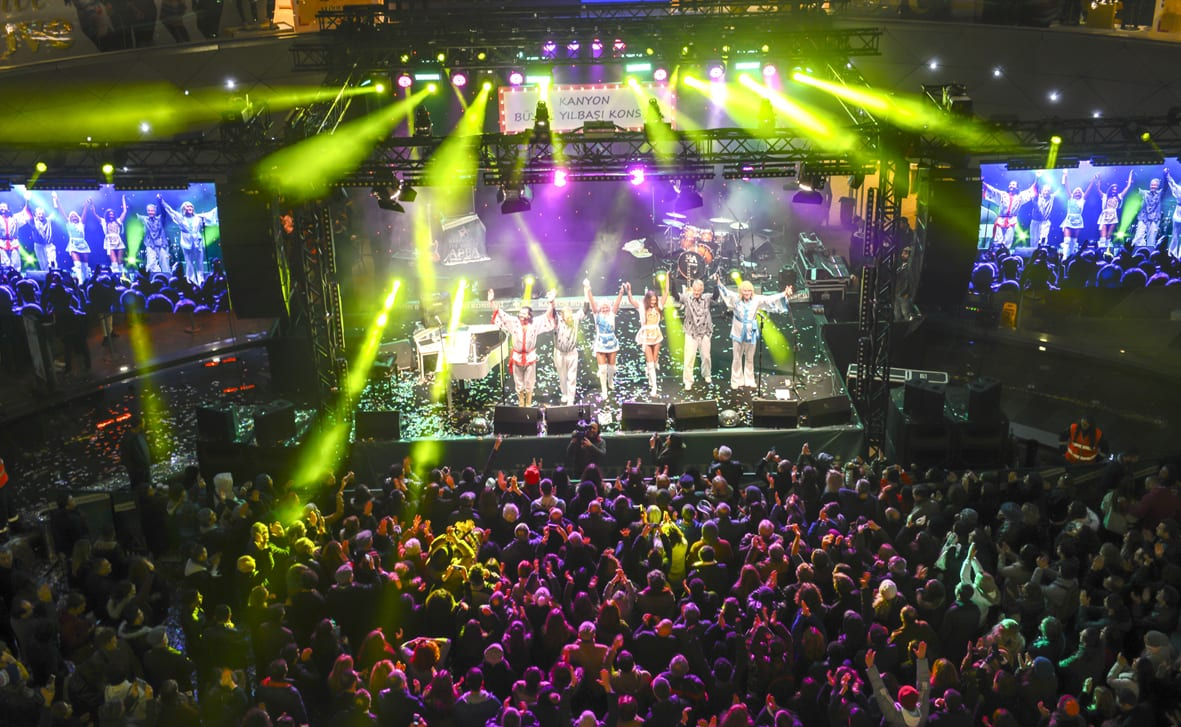 Abba Arrival UK performing to 12,000 people at the Kanyon Shopping Centre New Years Eve 2017